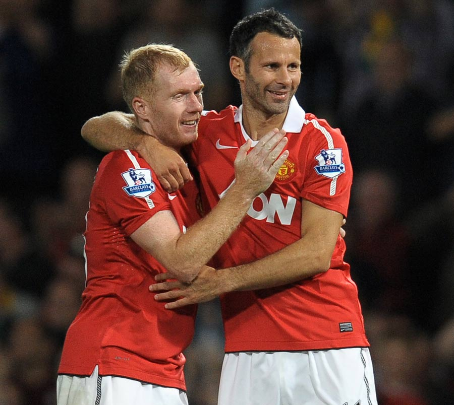 12086 - Ryan Giggs to play on another year