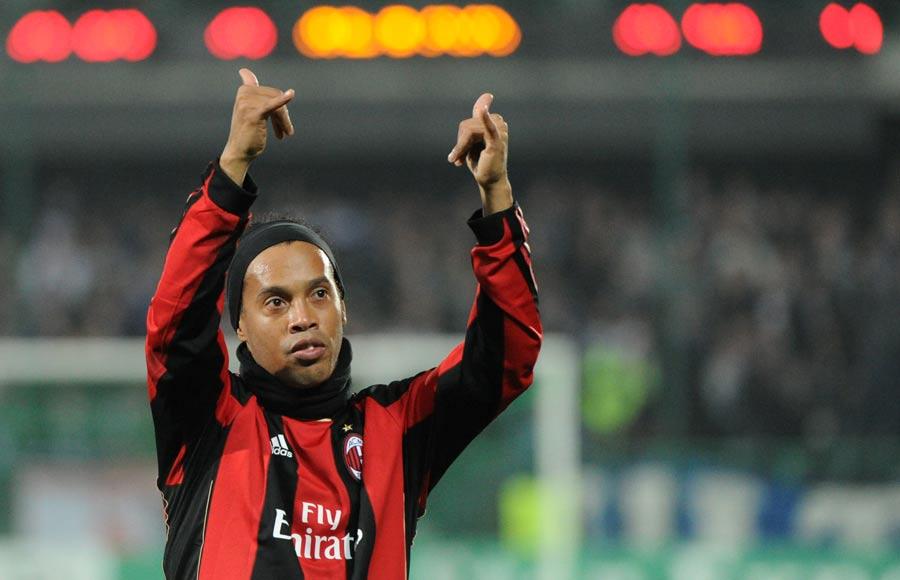 18843 - Ronaldinho back in Brazil squad