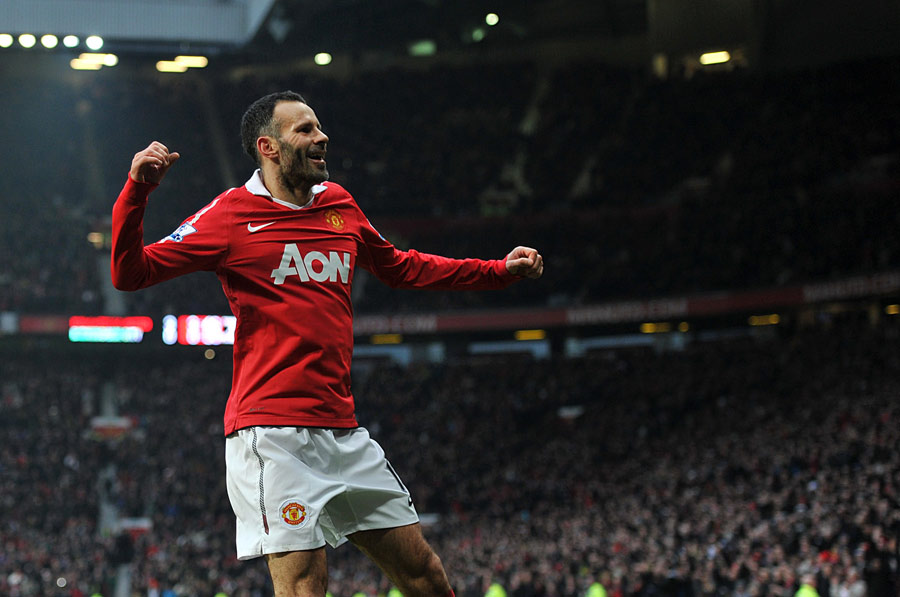 19684 - Man United legend Ryan Giggs signs extension