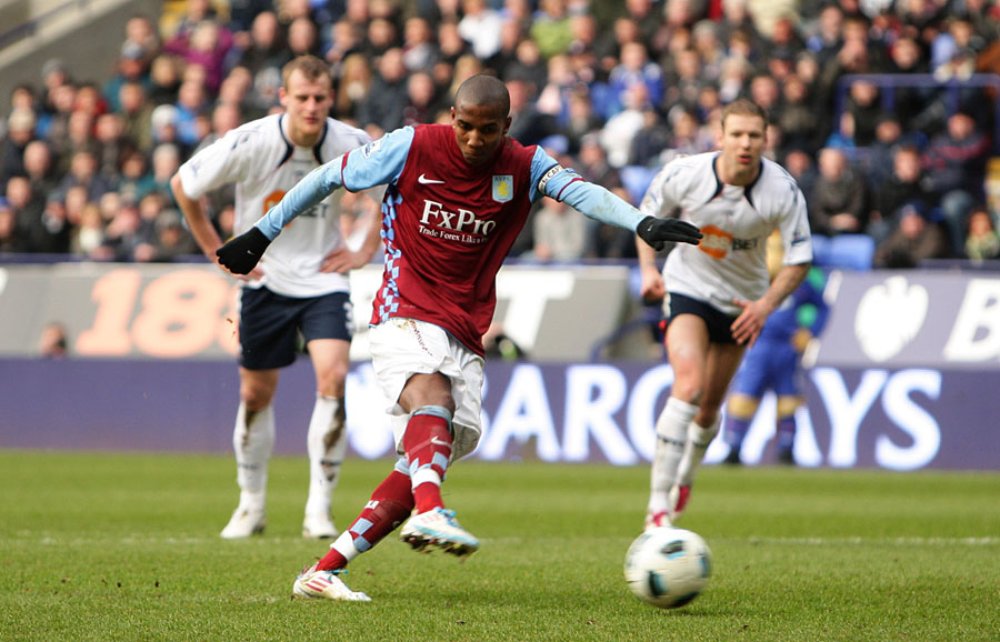 21514 - Ashley Young not certain to leave Aston Villa