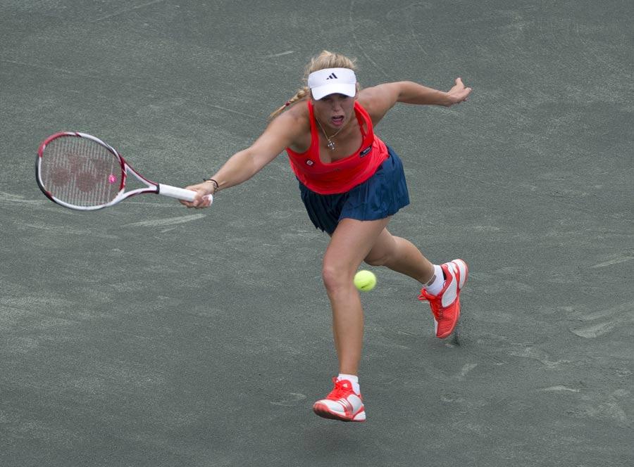 23017 - Wozniacki sinks Jankovic to reach final
