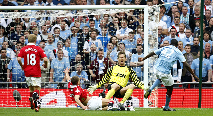 23316 - Toure leads City past Manchester United