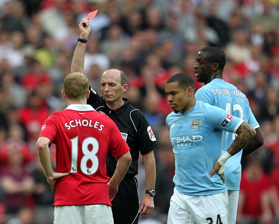 23318 - Toure leads City past Manchester United