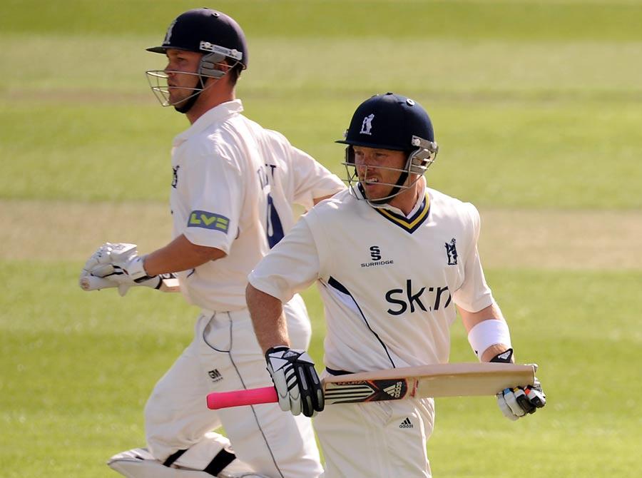 24658 - Trott commits to Warwickshire