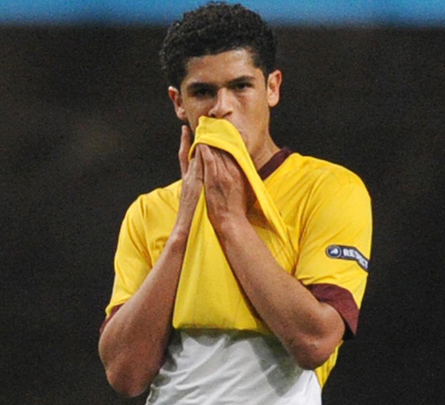 24689 - Denilson still determined to quit Arsenal