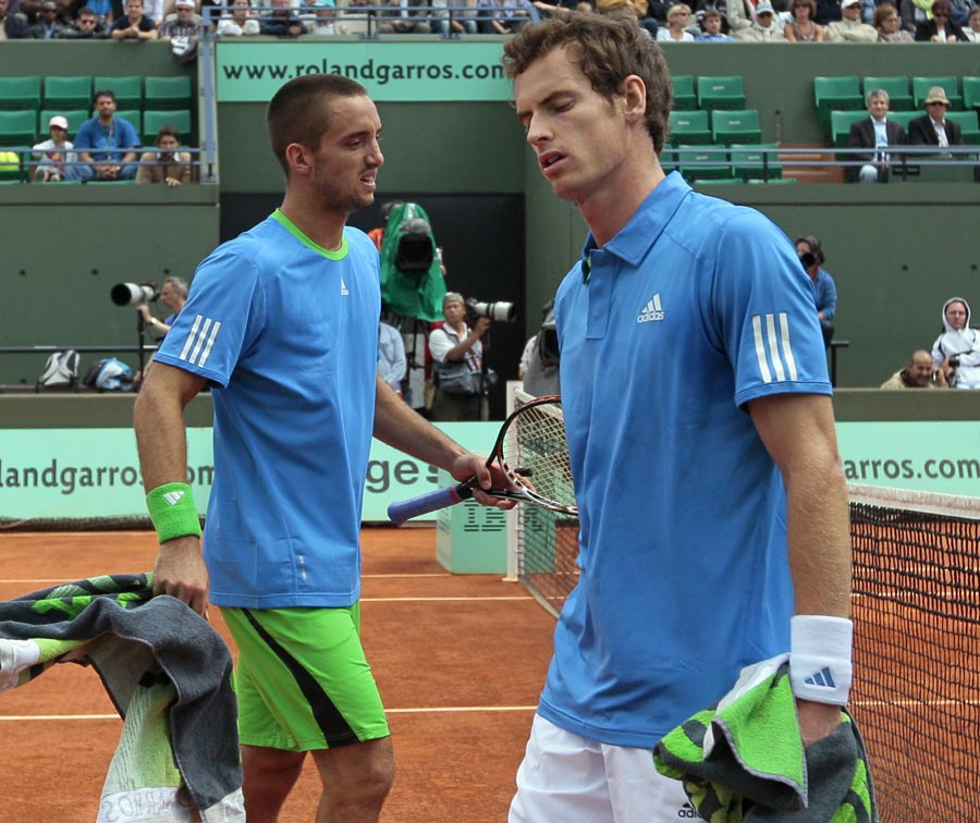 25261 - Murray survives epic to move into quarter-finals
