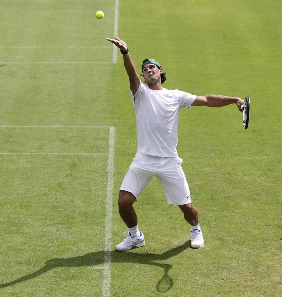 25980 - Nadal plays down Wimbledon chances