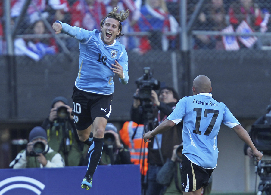 27179 - Forlan leads Uruguay to Copa crown
