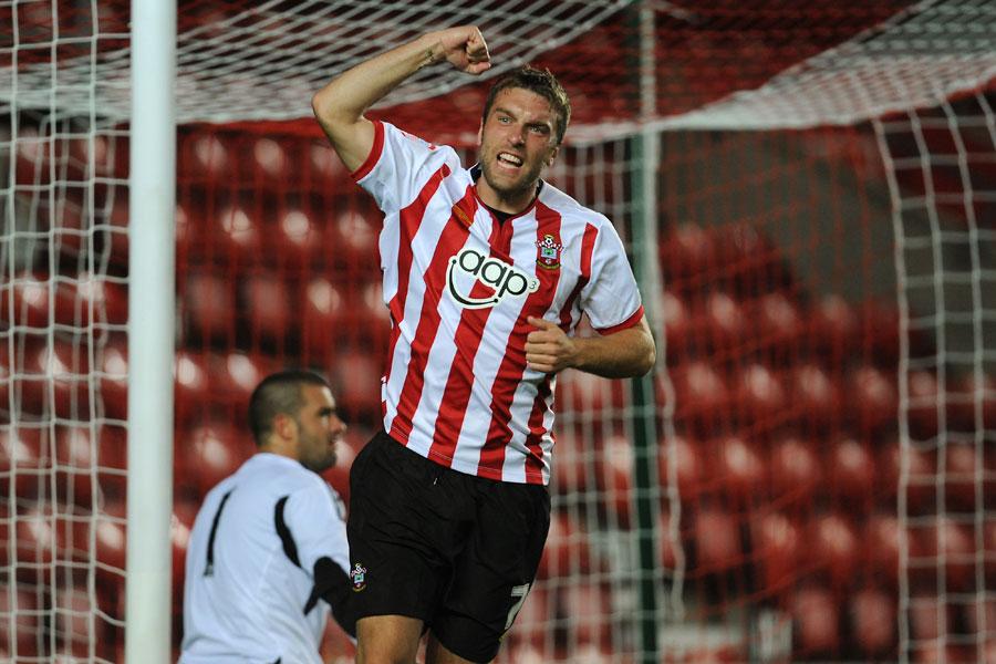 27256 - Lambert hands Southampton tense win