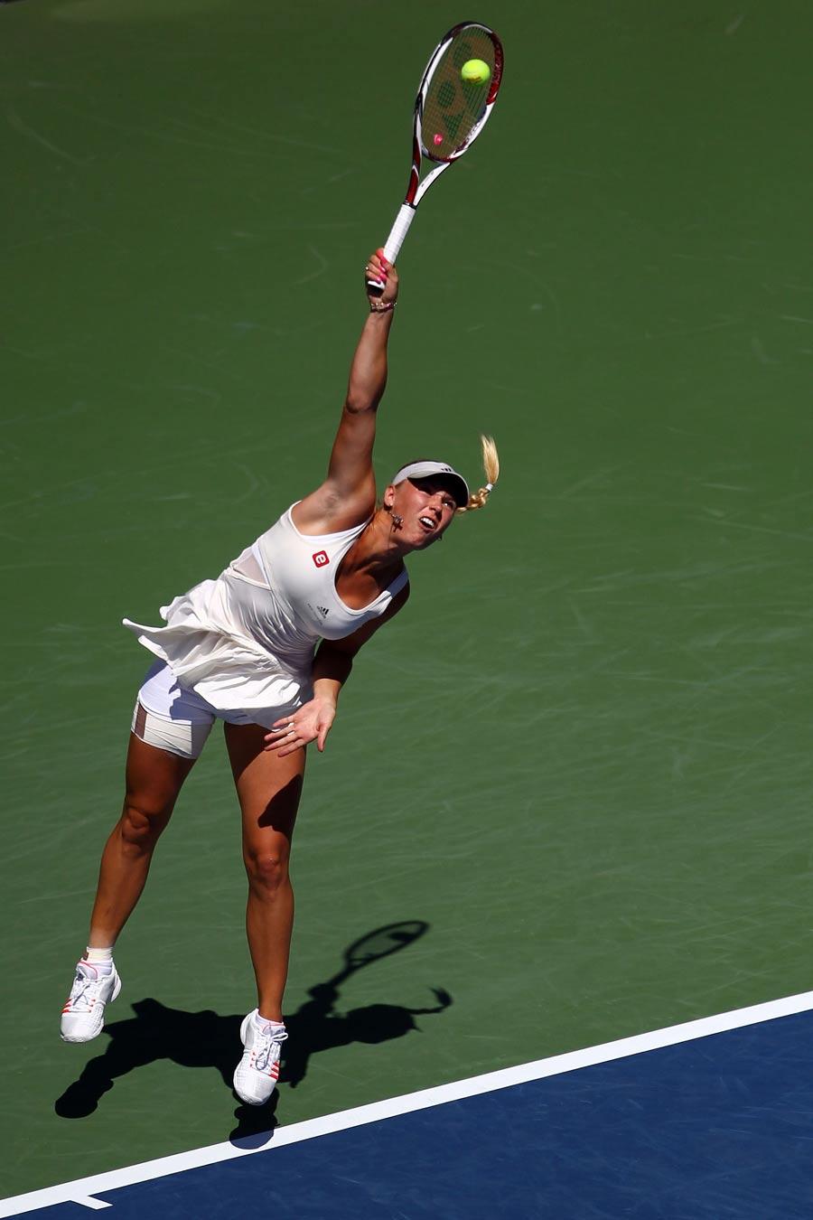 28511 - Commanding start from Wozniacki