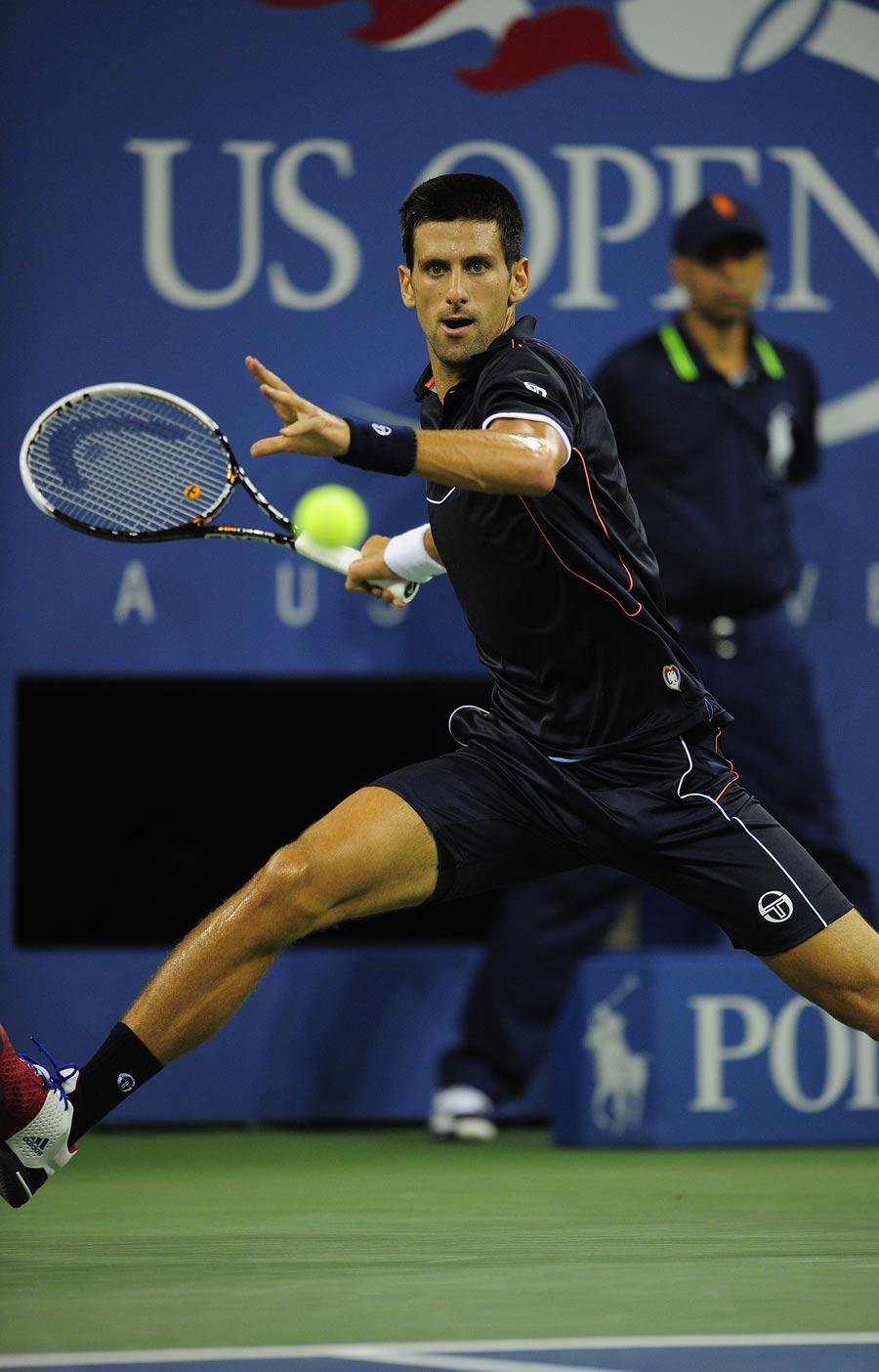 28731 - Djokovic swats away challenge of Davydenko