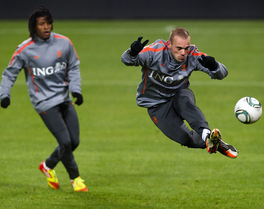 31542 - Inter accept Galatasaray offer for Sneijder