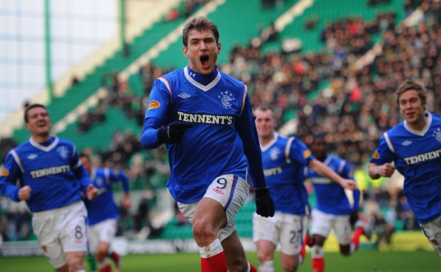 32484 - Celtic keep pressure on Rangers