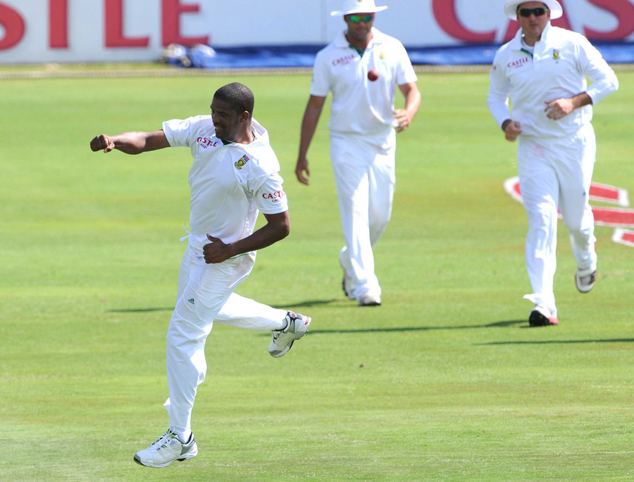 32642 - Philander sets up dominant South Africa