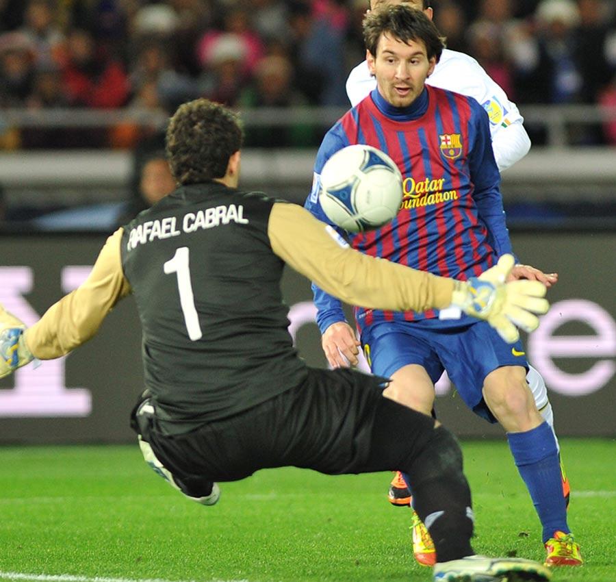 32731 - Messi, Ronaldo and Xavi do battle