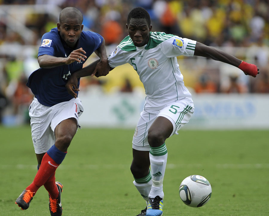 33285 - Chelsea poised to sign Nigerian defender