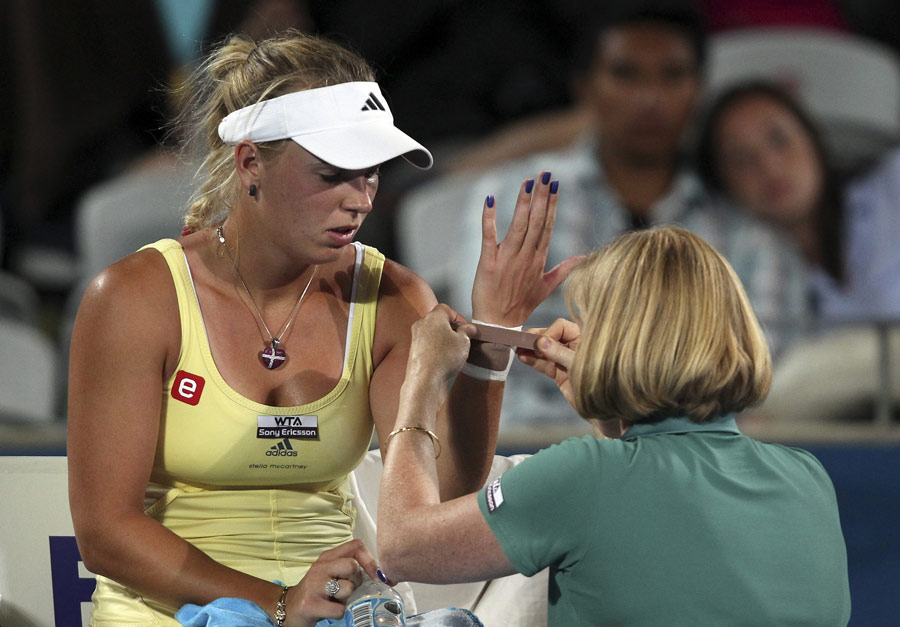 33441 - Scan results ease fears over Wozniacki wrist injury