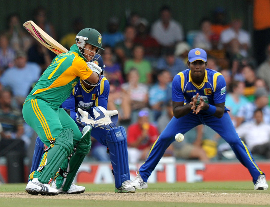 33549 - South Africa stroll to five-wicket win