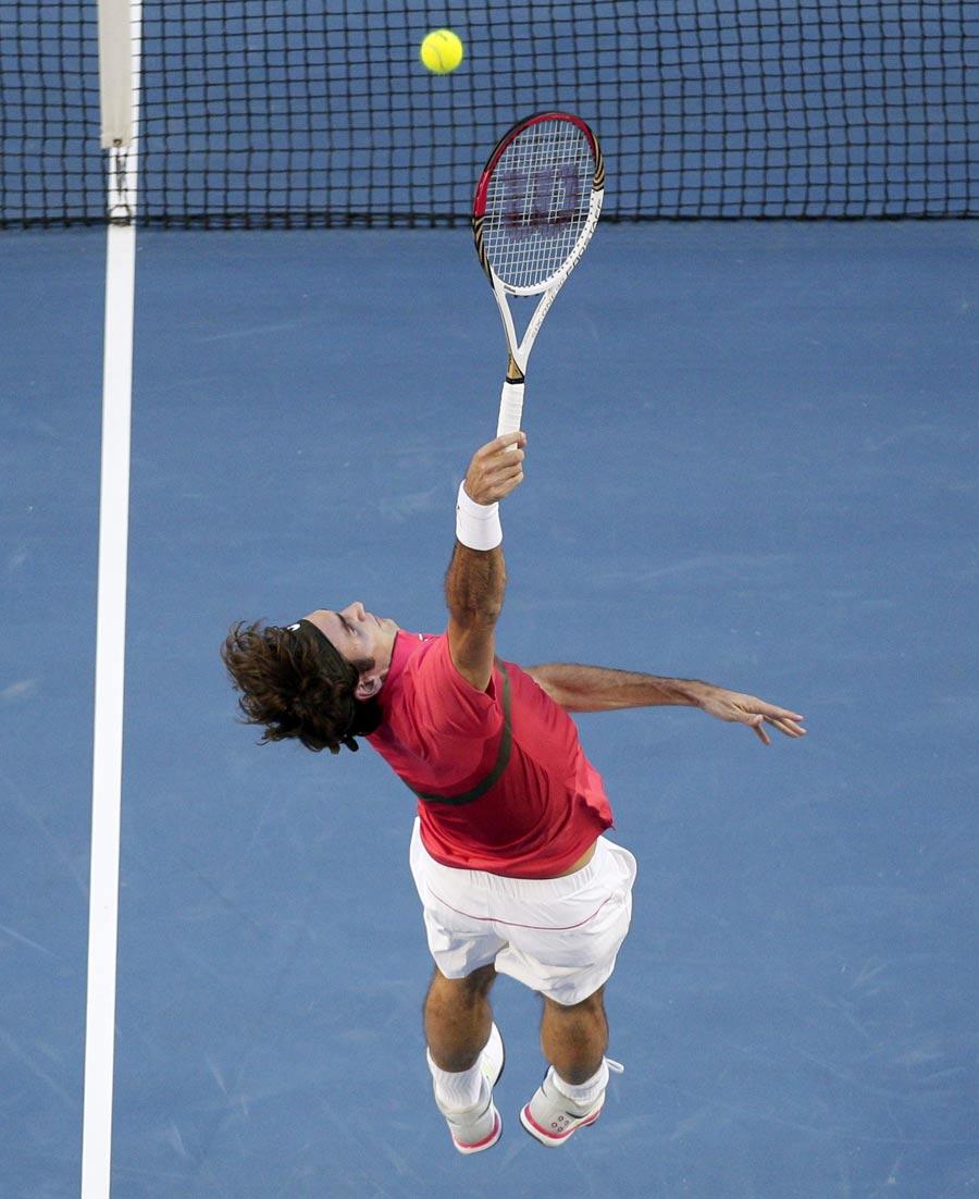 33940 - Federer plays the lovable villain against Tomic