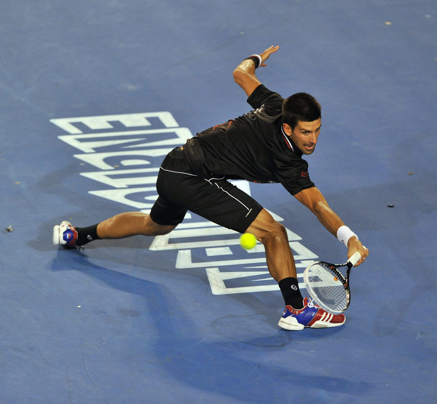34007 - Djokovic digs in to take out Hewitt