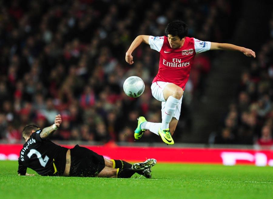 34353 - Arsenal have loaned Japanese youngster Ryo Miyaichi to Bolton Wan