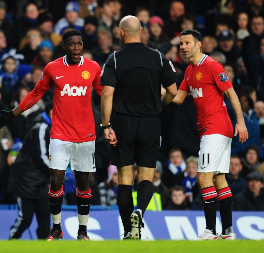 34559 - Fergie launches tirade at linesman after Chelsea draw