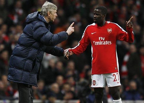 3611 - Eboue signs long-term Arsenal deal