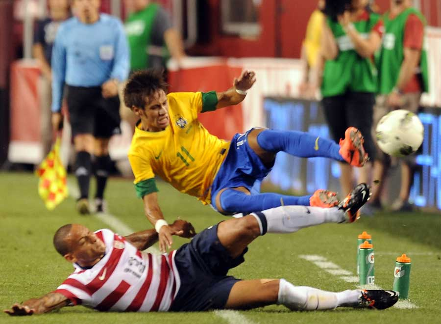 Jermaine Jones challenges Neymar