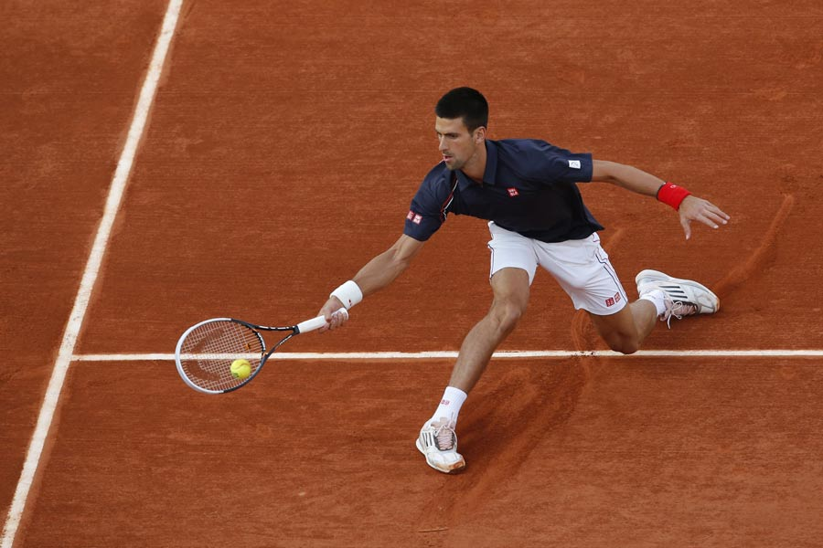 38590 - Djokovic saunters into last 16 in double-quick time