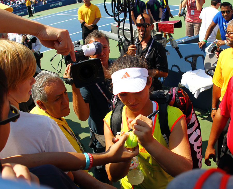 Laura Robson is mobbed by fans