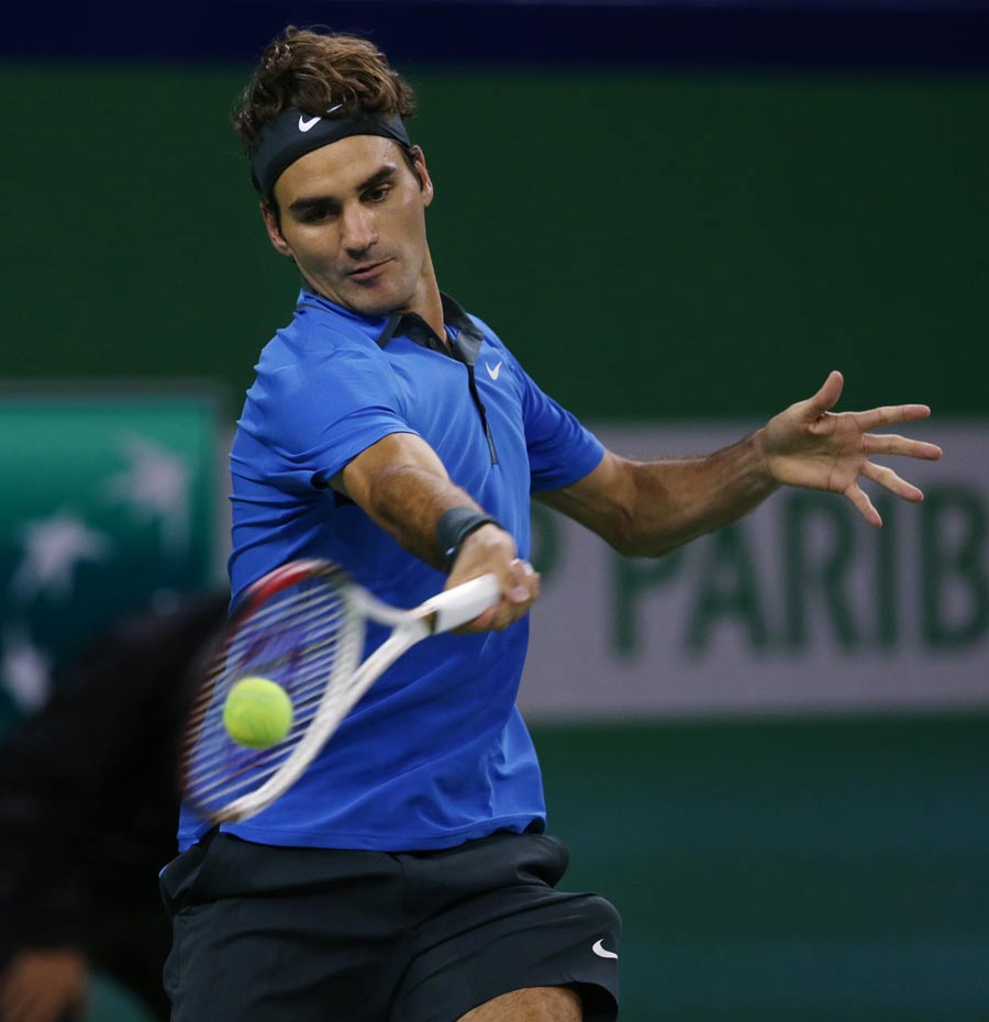 43101 - Roger Federer set up Shanghai Masters semi-final with Murray