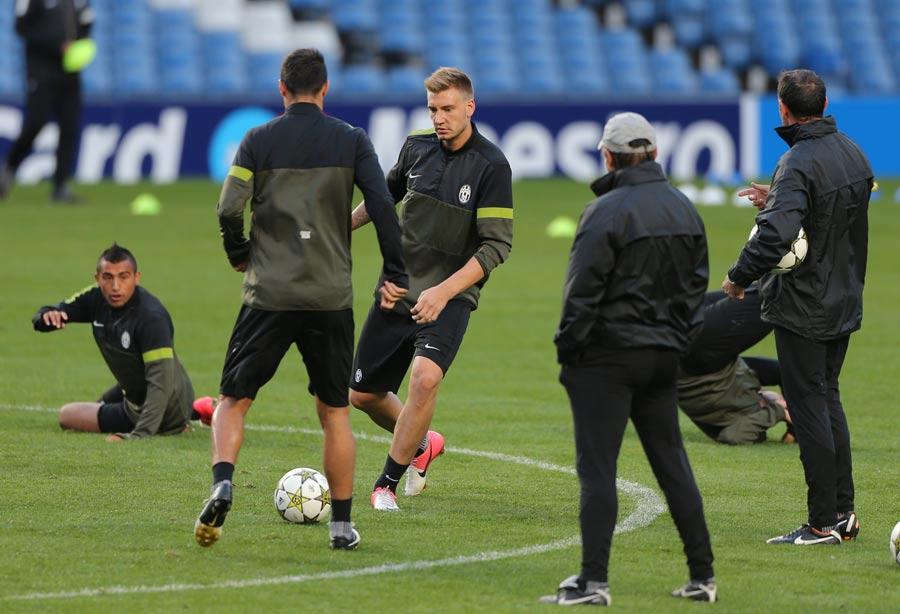 43165 - Juventus train harder than Arsenal : Nicklas Bendtner