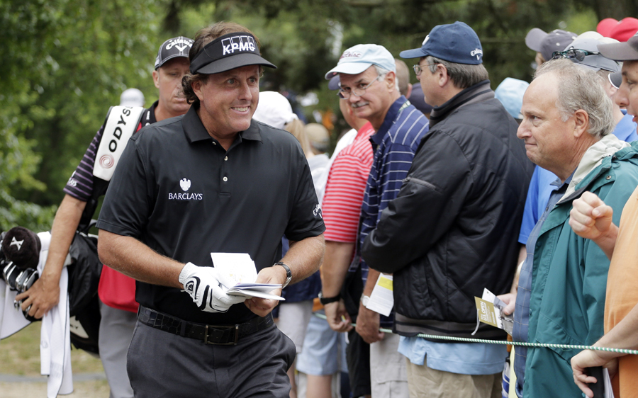 2013 US Open: Phil Mickelson ignores late arrival to take early lead at Merion   Golf News   ESPN.co.uk