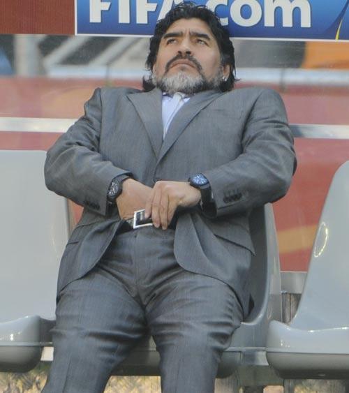 8981 - Maradona slams 'corrupt' FIFA leaders